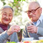 Mẹo tăng đề kháng cho người già phòng virus Corona